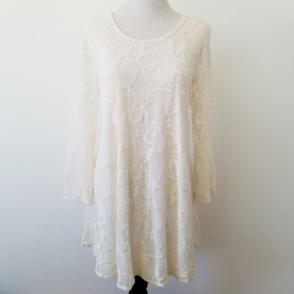 Forever 21 Ivory Flowy Lace Dress
